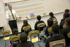 Grant Llewellyn in the classroom
